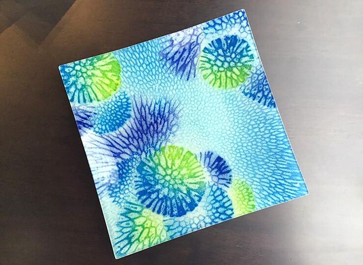 サンゴ染め 絵皿中(ブルー)
