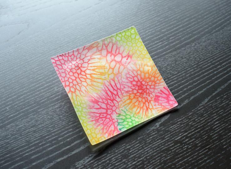 サンゴ染め 絵皿小(ピンク)