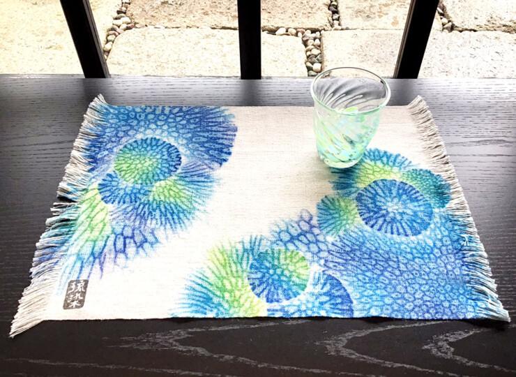 サンゴ染め テーブルセンター M(ブルー×グリーン)