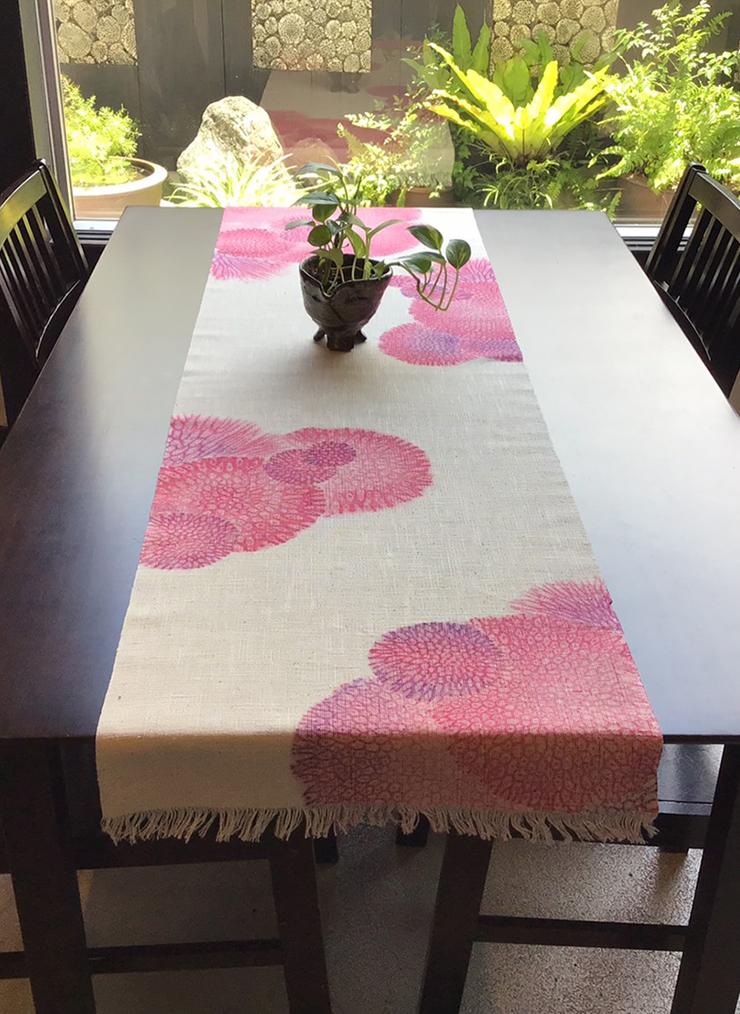 サンゴ染め テーブルセンターLL(ピンク)