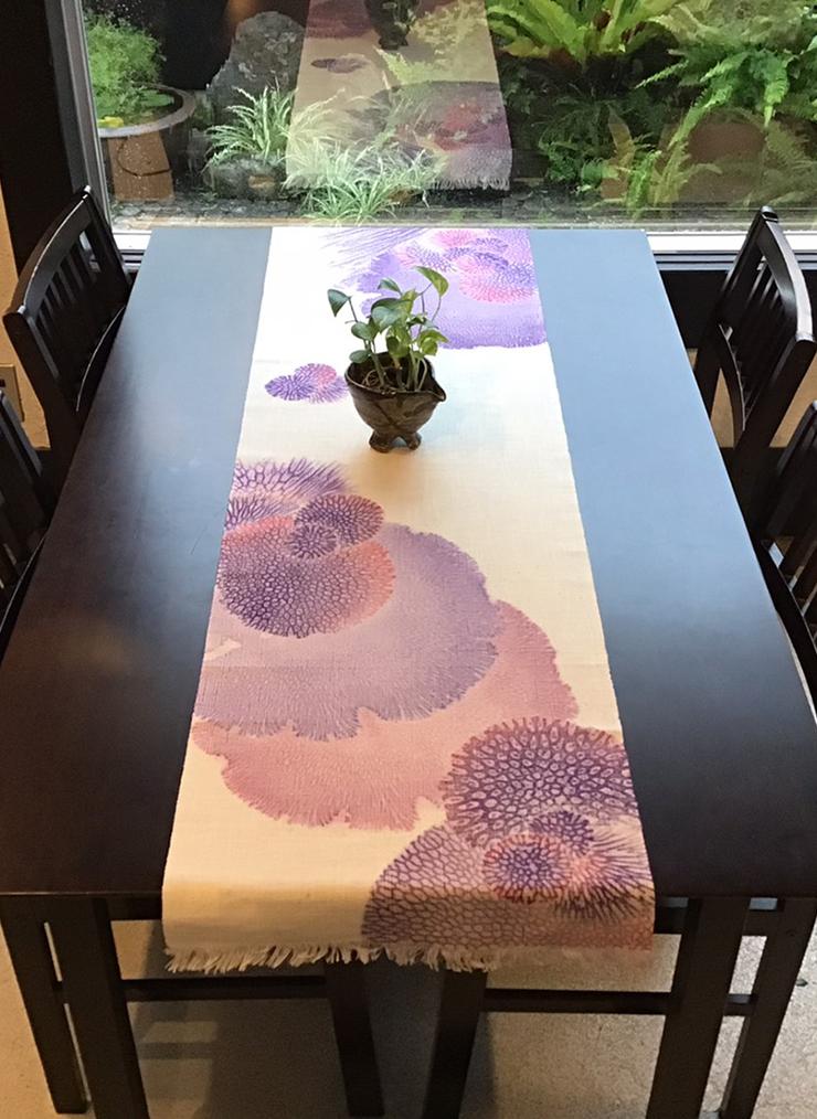 サンゴ染め テーブルセンターLL(パープル)