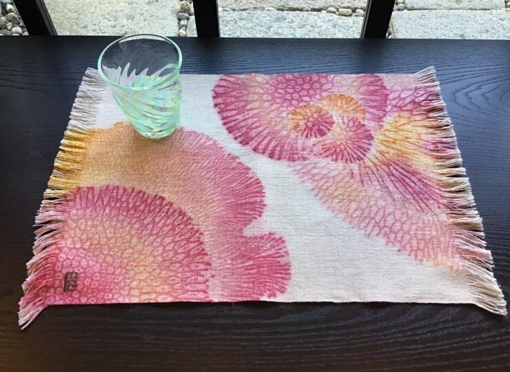 サンゴ染め テーブルセンター M(ピンク×オレンジ)